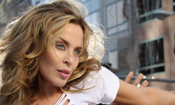 5 músicas da Kylie Minogue pra animar o seu sabadão!