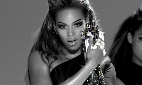 Com os olhos na tela por Beyoncé