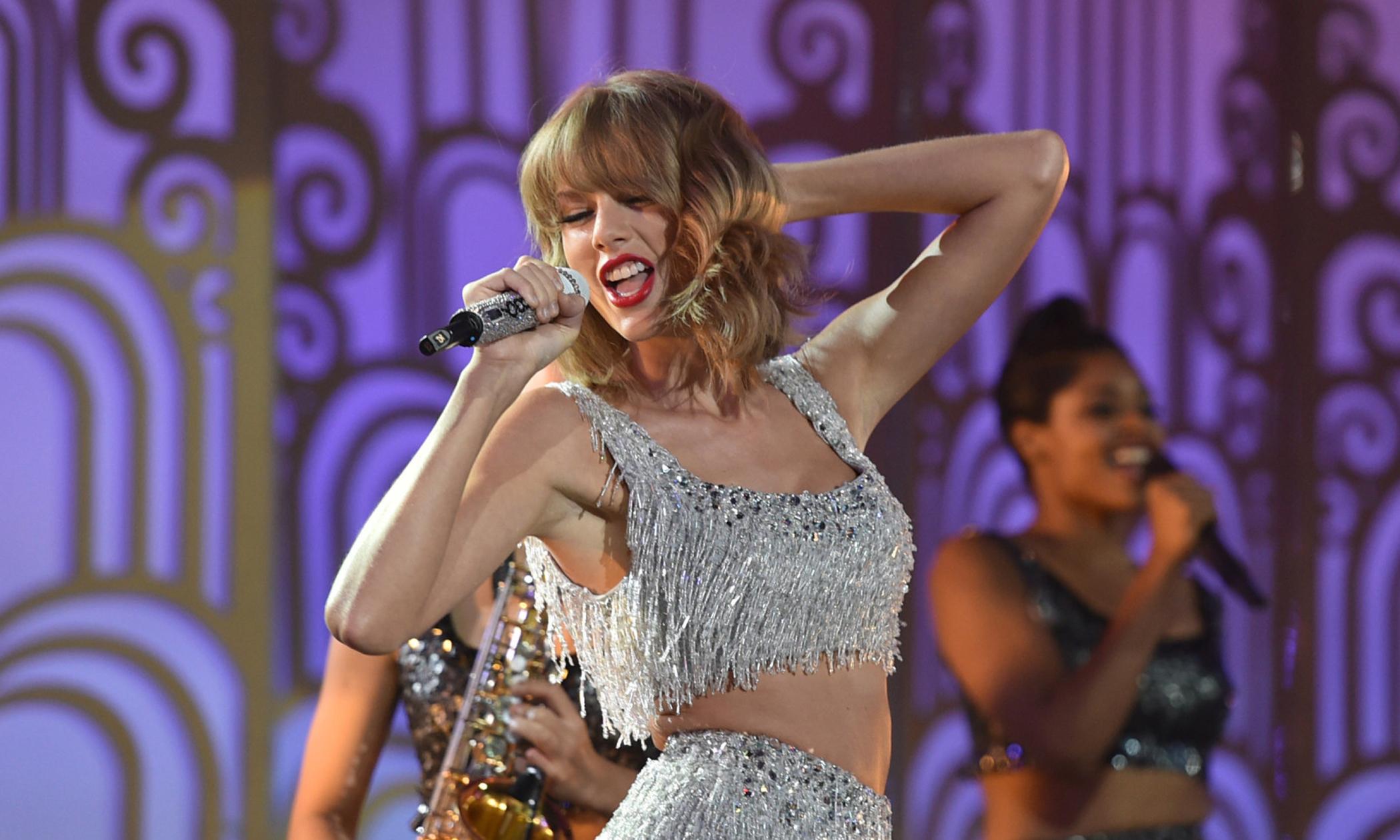 Da bota ao scarpin, a evolução no estilo de Taylor Swift