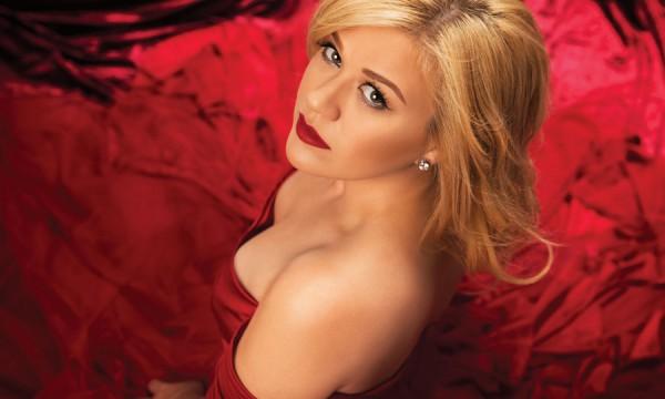 Novo single de Kelly Clarkson chega em janeiro