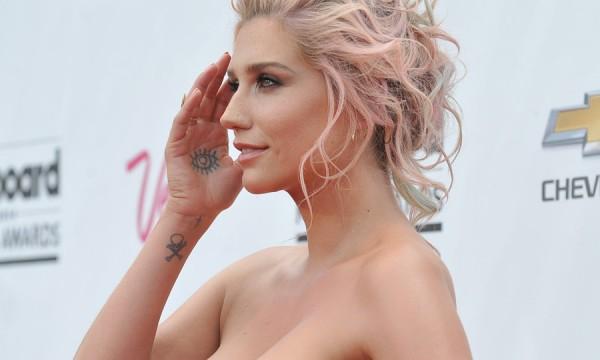 Kesha retorna mais introspectiva na experimental Lover