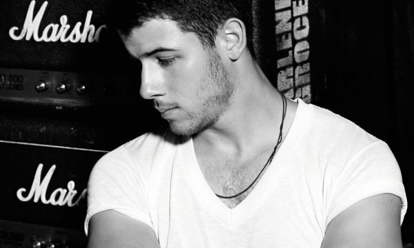 Nick Jonas quer te ensinar como amar uma garota
