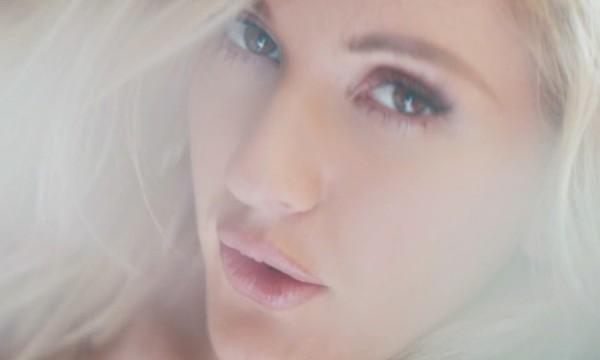 Ellie Goulding opta pela sensualidade em Love Me Like You Do