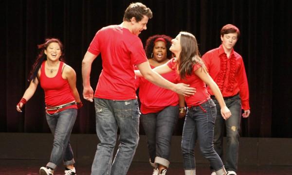 Jane Lynch revela o número que vai embalar o fim de Glee