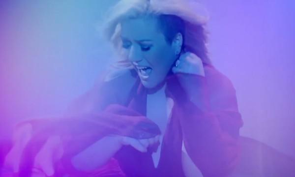 Tá tudo errado com a Kelly Clarkson e o clipe de Heartbeat Song