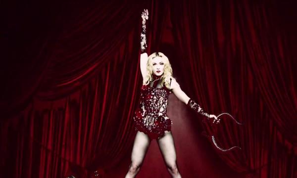 Madonna quer domar tudo em Living For Love