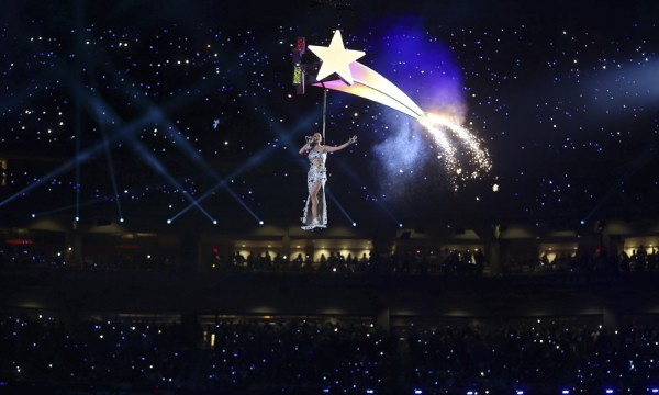 Katy Perry não precisa de prêmios porque sabe fazer um bom show